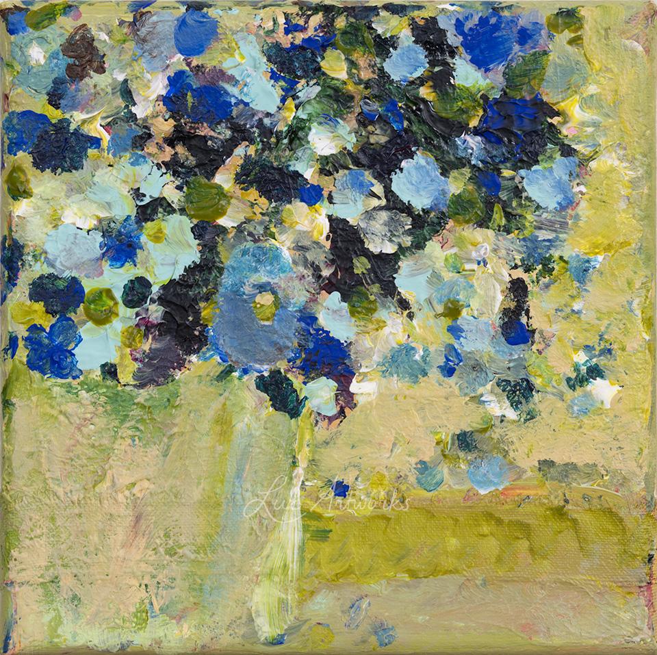 Schilderij Blauwe bloemen in vaas door Marloes Bloedjes.